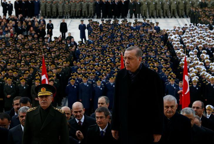 Turkish President Tayyip Erdogan attends a ceremony as he is flanked by top officials and army officers at the mausoleum of Mustafa Kemal Ataturk, marking Ataturk's death anniversary, in Ankara, Turkey November 10, 2016.  REUTERS/Umit Bektas