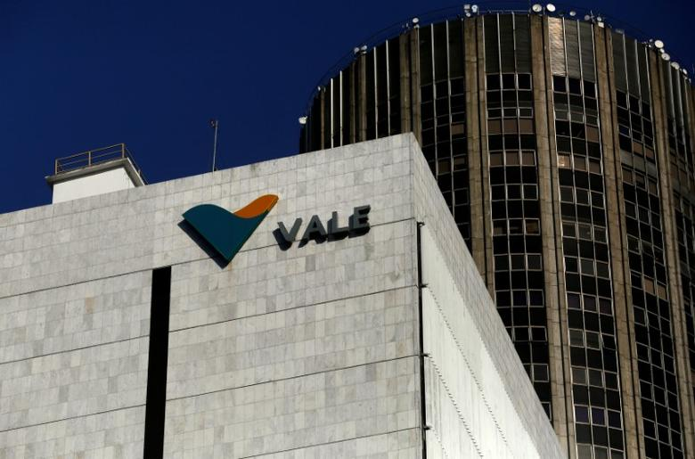 A view shows the company logo of Brazilian mining company Vale SA at its headquarters in downtown Rio de Janeiro August 20, 2014. REUTERS/Pilar Olivares/File Photo