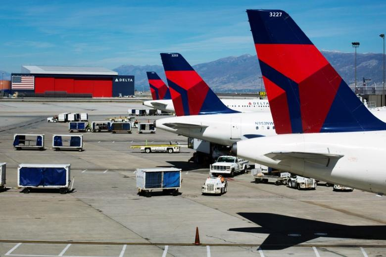 Delta planes line up at their gates while on the tarmac of Salt Lake City International Airport in Utah September 28, 2013. REUTERS/Lucas Jackson/File Photo