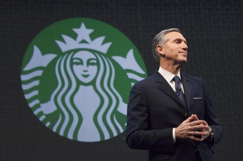 Executivo-chefe do Starbucks, Howard Schultz, disse que o Starbucks ajudará os plantadores de café no México (Foto: David Ryder/Reuters)