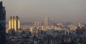 A Séoul. La Corée du Sud a enregistré une croissance économique de 0,6% au troisième trimestre, par rapport aux trois mois précédents, un taux un peu en deçà de la première estimation qui était de 0,7%. /Photo d'archives/REUTERS/Lee Jae-Won
