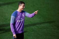 "Football Soccer - Real Madrid training session - Valdebebas sports facility, Madrid, Spain - 2/12/16 - Real Madrid's Cristiano Ronaldo attends a training session prior to ""El Clasico"" against Barcelona. REUTERS/Juan Medina"