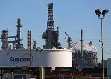 A Suncor refinery is seen in Sherwood Park, near Edmonton, Alberta, Canada November 13, 2016. REUTERS/Chris Helgren - RTSSZQT