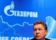 Алексей Миллер на ежегодном заседании акционеров Газпрома в Москве. Прокладка подводной части экспортного газопровода Турецкий поток начнётся во второй половине следующего года, сказал журналистам во вторник председатель правления монопольного экспортёра российского газа группы Газпром Алексей Миллер. REUTERS/Maxim Shemetov