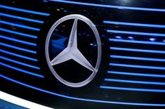 View of a Mercedes logo at the Mondial de l'Automobile, Paris auto show, during media day in Paris,  France, September 30, 2016. REUTERS/Jacky Naegelen - RTSQ8J2