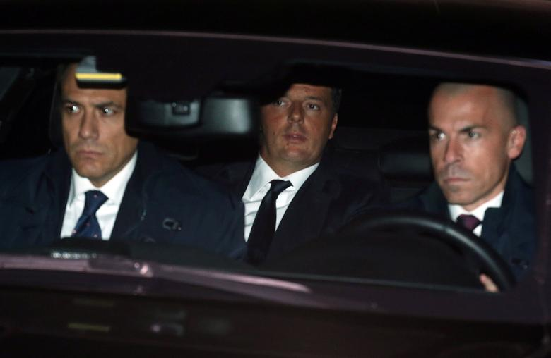 Italian Prime Minister Matteo Renzi  (C) arrives at Quirinale Presidential palace to tender his resignation to President Sergio Mattarella in Rome, Italy, December 7, 2016.   REUTERS/Alessandro Bianchi