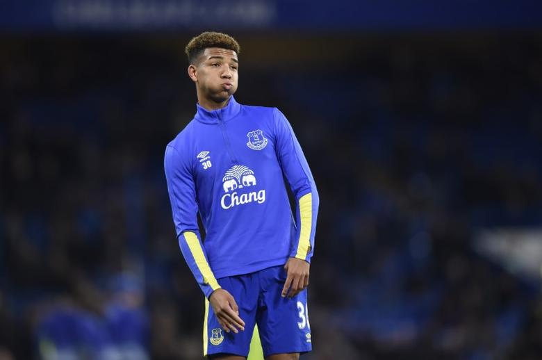 Britain Football Soccer - Chelsea v Everton - Premier League - Stamford Bridge - 5/11/16 Everton's Mason Holgate warms up before the match Reuters / Hannah McKay Livepic