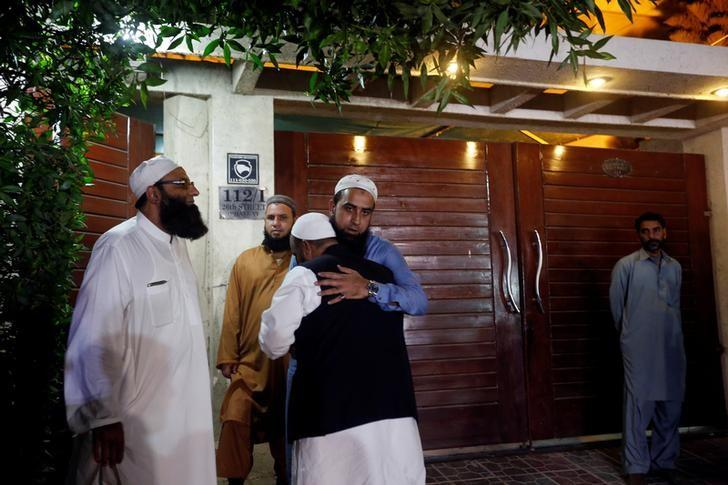 Relatives gather outside the residence of Junaid Jamshed, pop star turned evangelical Muslim cleric, in Karachi, Pakistan December 7, 2016. REUTERS/Akhtar Soomro