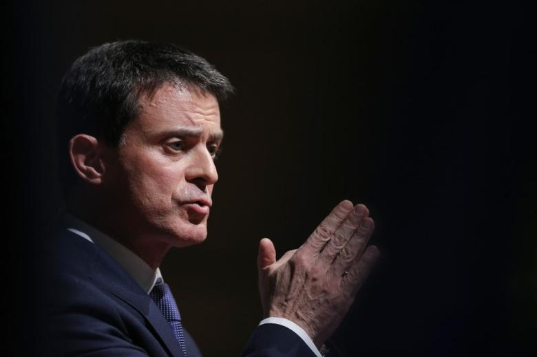 French politician Manuel Valls, candidate for January's Socialist presidential primary, attends a political rally in Audincourt, eastern France, December 7, 2016.   REUTERS/Vincent Kessler