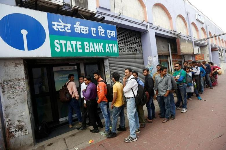 People queue outside an ATM of State Bank of India (SBI) to withdraw money in Kolkata, India, November 22, 2016. REUTERS/Rupak De Chowdhuri