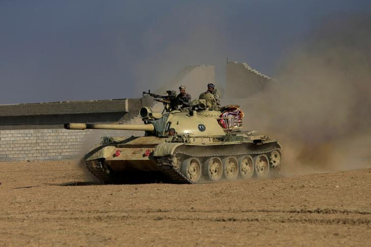 Members of the Iraqi Army ride in a tank during clashes with Islamic State militants, south of Mosul, Iraq December 10, 2016. REUTERS/Alaa Al-Marjani