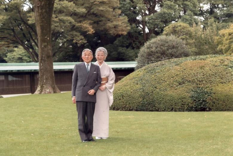 Japan's Emperor Akihito and Empress Michiko pose for a photograph at the south garden of the Imperial Palace in Tokyo October 5, 2016. Mandatory credit AFP Photo/Imperial Household Agency of Japan/Handout via REUTERS