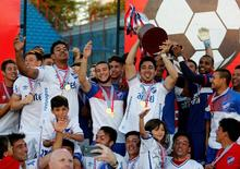 Football Soccer - Nacional v Boston River - Uruguayan Championship - Gran Parque Central stadium - Montevideo, Uruguay - 11/12/16.  Nacional  players celebrate with the trophy of the tournament after defeating Boston River. REUTERS/Andres Stapff
