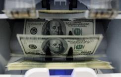 Le déficit budgétaire des Etats-Unis a atteint 137 milliards de dollars en novembre, un montant en hausse de 112% sur un an. /Photo d'archives/REUTERS/Pascal Lauener
