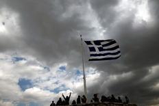 Le Fonds monétaire international (FMI) s'est déclaré lundi opposé à tout durcissement de la politique d'austérité imposée à la Grèce et il a appelé à la mise en place d'un nouveau modèle de protection sociale financé par le rééquilibrage de la fiscalité et du système de retraites, qu'il juge trop généreux. /Photo d'archives/REUTERS/Alkis Konstantinidis