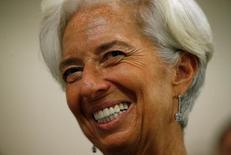 El Fondo Monetario Internacional (FMI) subió en una décima  al 2,3 por ciento su previsión de crecimiento para la economía  española en 2017, aunque advirtió que era necesario continuar con el proceso de reforma estructurales para hacer frente al elevado desempleo en España. En la imagen de archivo, la directora gerente del FMI Christine Lagarde sonríe en una conferencia en Washington, 3 de noviembre de 2016.REUTERS/Kevin Lamarque