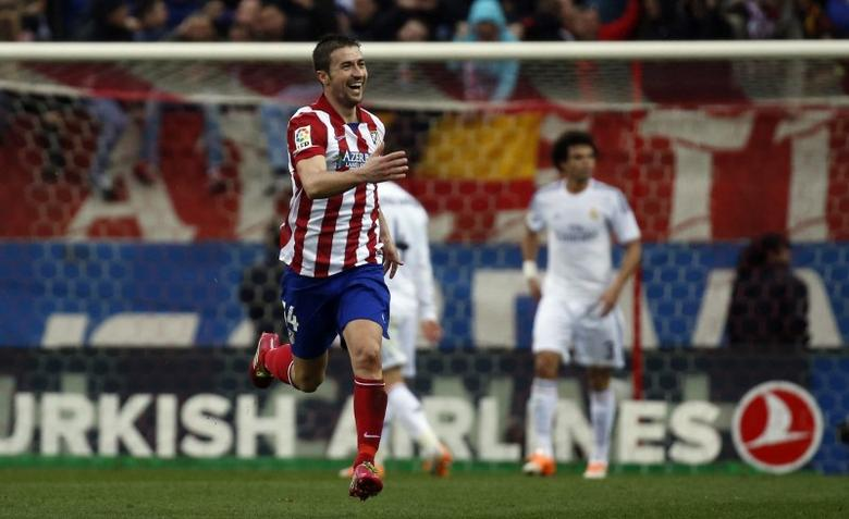Atletico Madrid's Gabi Fernandez celebrates after scoring a goal against Real Madrid during their Spanish first division soccer match at Vicente Calderon stadium in Madrid March 2, 2014.     REUTERS/Paul Hanna