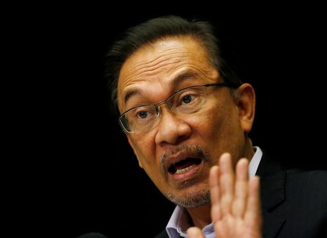 Malaysia's opposition leader Anwar Ibrahim speaks to the media in Kuala Lumpur February 4, 2015. REUTERS/Olivia Harris/File Photo