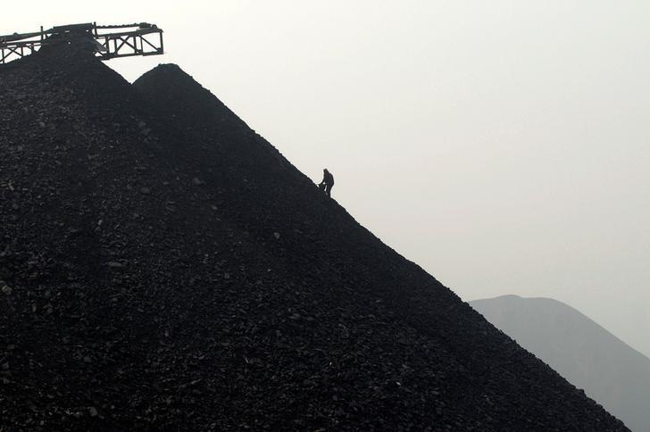 labourer searches for usable coal at a cinder dump site on the outskirts of Changzhi, Shanxi province October 27, 2009. REUTERS/Stringer/File Photo
