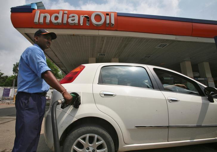 A worker fills a car with diesel at a fuel station in Jammu August 29, 2013. REUTERS/Mukesh Gupta/File Photo