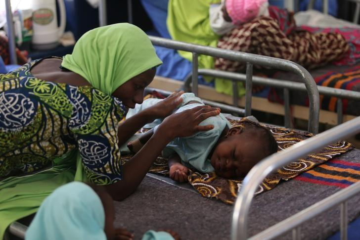 A woman pacifies her daughter, who is suffering from brain dmage resulting from Cerebro spinal menigitis at Molai General Hospital Maiduguri, Nigeria November 30, 2016. REUTERS/Afolabi Sotunde/File Photo