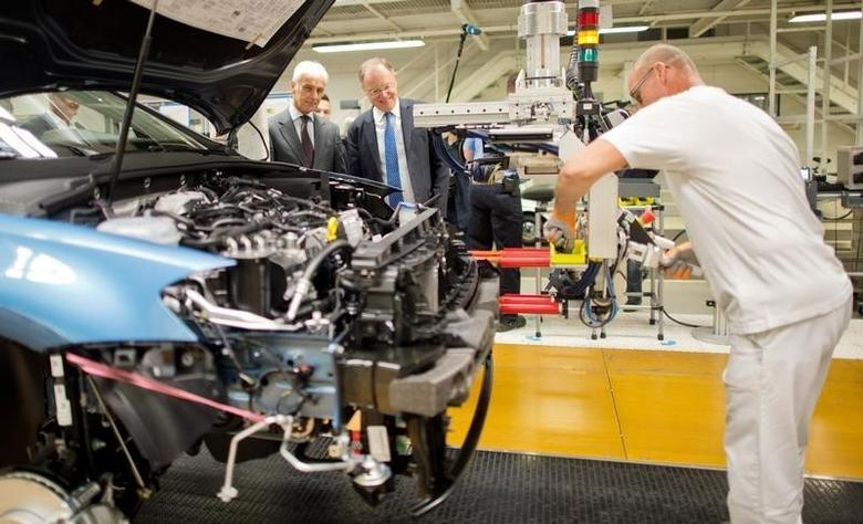 Volkswagen CEO Matthias Mueller and Stephan Weil (C) Prime Minister of Lower Saxony and member of the VW Supervisory board look at the Golf 7 production line during a tour of the VW factory in Wolfsburg, Germany October 21, 2015.  REUTERS/Julien Stratenschulte/File photo