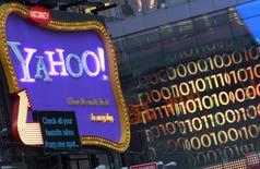 Yahoo, qui est à suivre jeudi à Wall Street, a annoncé mercredi avoir identifié un nouveau piratage massif de ses systèmes, précisant que données associées à plus d'un milliard de comptes avaient été mis en péril en août 2013, ce qui en fait le plus important piratage informatique de l'histoire. /Photo d'archives/REUTERS/Brendan McDermid