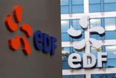 Le groupe EDF, plus forte baisse du SBF 120, a dévissé de 12,68% à 9,784 euros jeudi à la Bourse de Paris, où l'indice CAC 40 a progressé de 1,05% à 4.819,23 points, après être monté en séance à un plus haut de l'année à 4.830,30 points. Le marché a été soutenu par les valeurs bancaires. /Photo prise le 24 novembre 2016/REUTERS/Charles Platiau