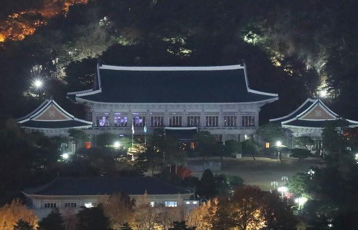 The presidential Blue House, the official residence of the South Korean President Park Geun-Hye, is pictured in Seoul, South Korea, November 15, 2016. Yonhap/via REUTERS/Files