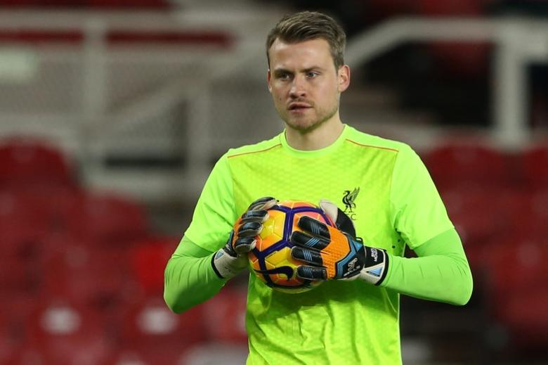 Liverpool's Simon Mignolet warms up before the game Reuters / Scott Heppell Livepic