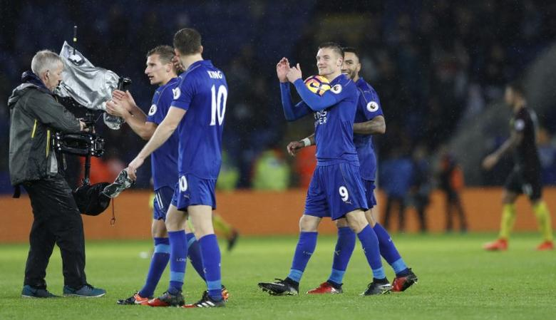 Leicester City's Jamie Vardy applauds the fans whilst holding the match ball at the end of the match after scoring a hat-trick. Leicester City v Manchester City - Premier League - King Power Stadium - 10/12/16.  Action Images via Reuters / Carl Recine Livepic