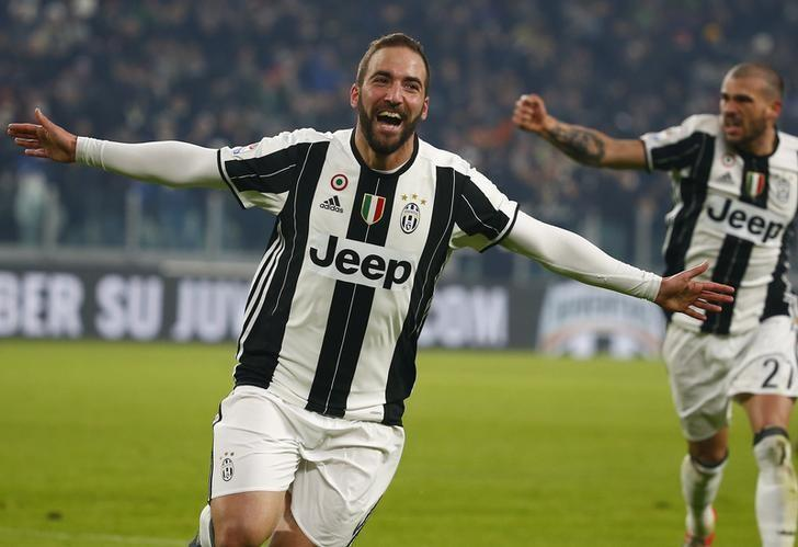 Football Soccer - Juventus v AS Roma - Italian Serie A - Juventus stadium,Turin, Italy - 17/12/16 - Juventus' Gonzalo Higuain reacts after scoring against AS Roma.  REUTERS/Tony Gentile