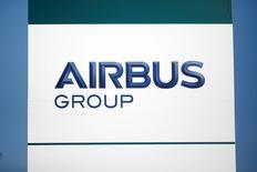 IranAir a ramené à 100 avions la commande qu'elle entend passer à Airbus, notamment parce qu'elle a renoncé à acquérir le très gros porteur A380. /Photo prise le 15 décembre/REUTERS/Benoit Tessier