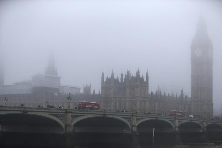 Buses travel along Westminster Bridge during a foggy day in London, Britain December 17, 2016.  REUTERS/Neil Hall