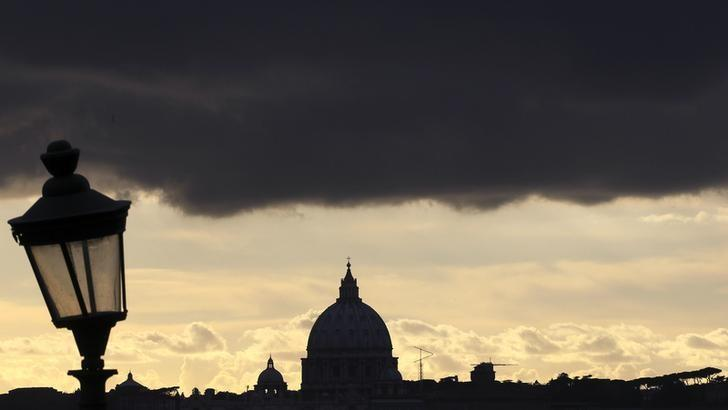 Clouds are seen over St Peter's Basilica at the Vatican February 12, 2013. Pope Benedict stunned the Roman Catholic Church on Monday when he announced he would stand down, the first pope to do so in 700 years, saying he no longer had the mental and physical strength to carry on. REUTERS/Alessandro Bianchi ( VATICAN - Tags: RELIGION)