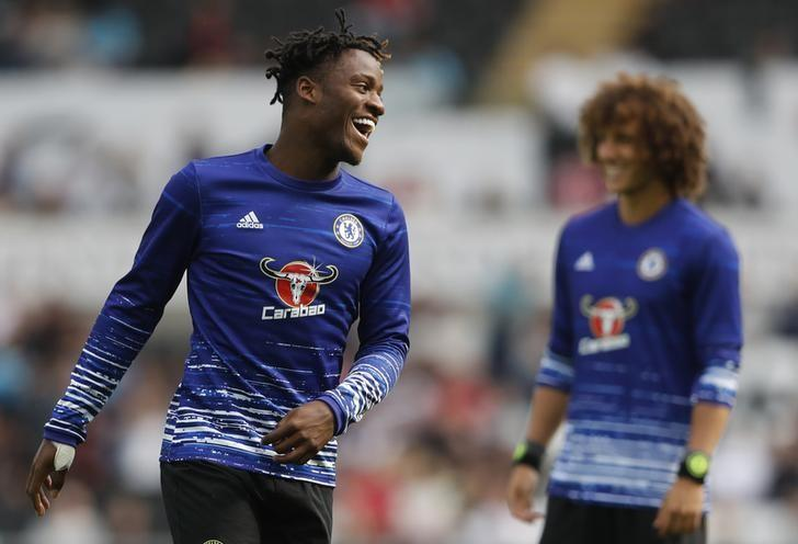Britain Soccer Football - Swansea City v Chelsea - Premier League - Liberty Stadium - 11/9/16Chelsea's Michy Batshuayi and David Luiz warm up before the matchAction Images via Reuters / Carl Recine/ Livepic/ Files