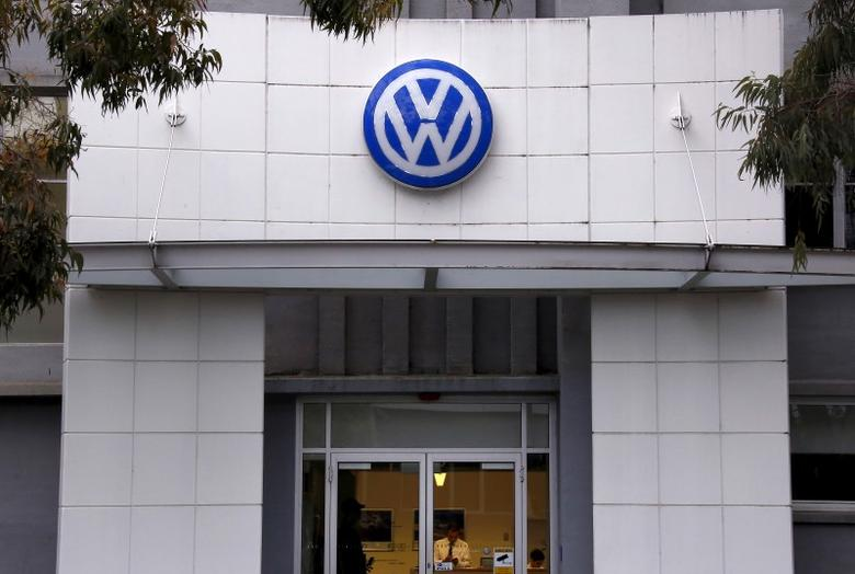 An employee stands behind the counter at a Volkswagen service center for the German automaker located in the Sydney suburb of Artarmon, Australia, October 7, 2015.  REUTERS/David Gray