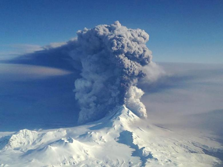 The Pavlof Volcano spews ash in the Aleutian Islands of Alaska, U.S. on March 28, 2016.  Courtesy Lieutenant Commander Nahshon Almandmoss/US Coast Guard/Handout via REUTERS