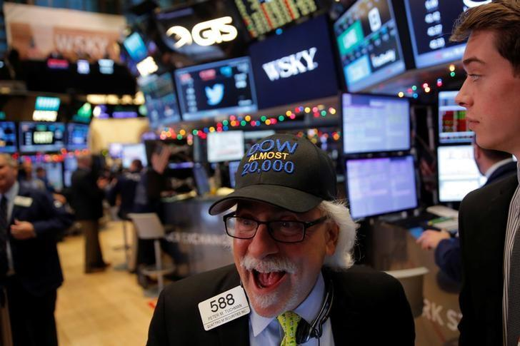Trader Peter Tuchman works on the floor at the New York Stock Exchange (NYSE) in Manhattan, New York City, U.S., December 21, 2016. REUTERS/Andrew Kelly/Files