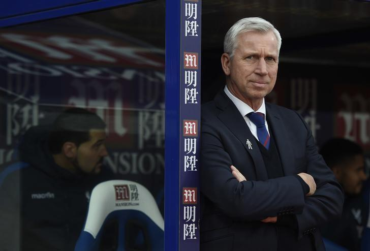 Britain Football Soccer - Crystal Palace v Chelsea - Premier League - Selhurst Park - 17/12/16 Crystal Palace manager Alan Pardew before the game Action Images via Reuters / Tony O'Brien Livepic