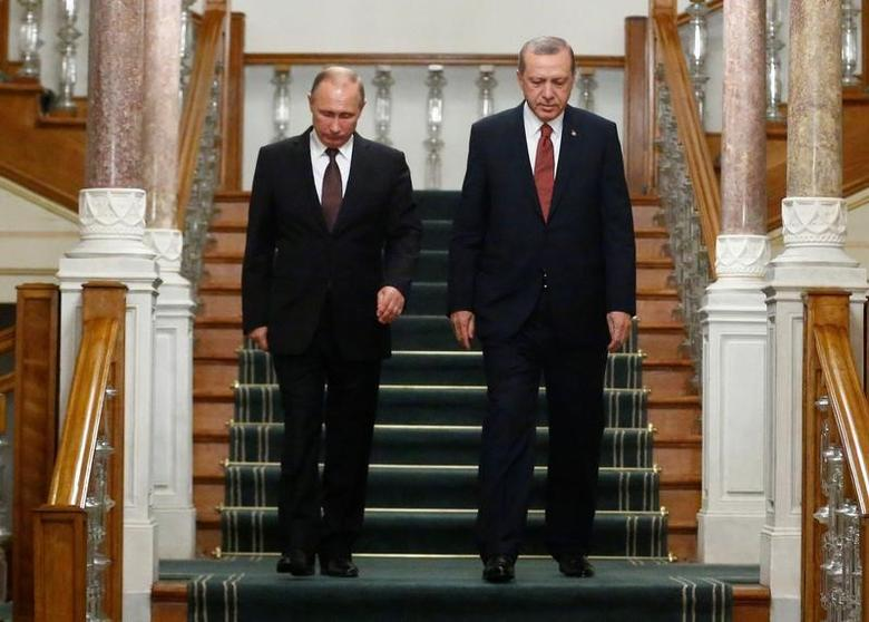 Russian President Vladimir Putin (L) and his Turkish counterpart Tayyip Erdogan arrive for a news conference following their meeting in Istanbul, Turkey, October 10, 2016. REUTERS/Osman Orsal