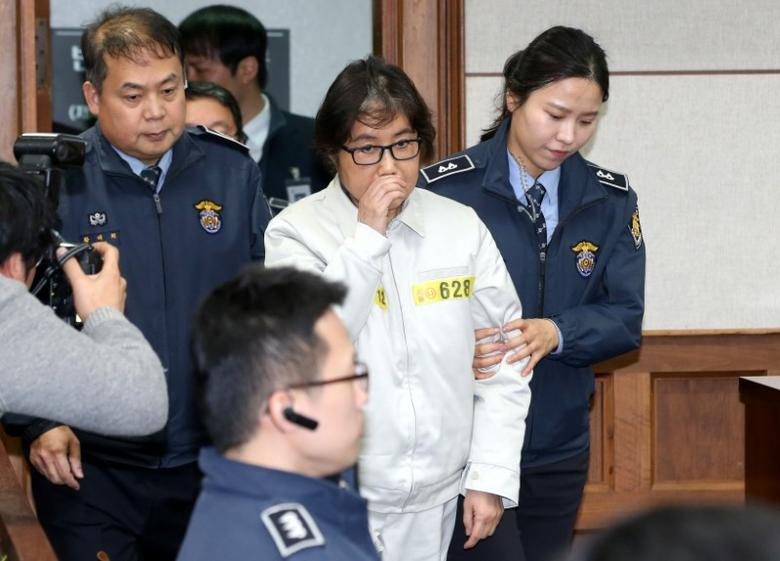 Choi Soon-sil, a long-time friend of South Korean President Park Geun-hye who is at the center of the South Korean political scandal involving Park, arrives for her first court hearing in Seoul, South Korea, December 19, 2016. Korea Pool/via REUTERS