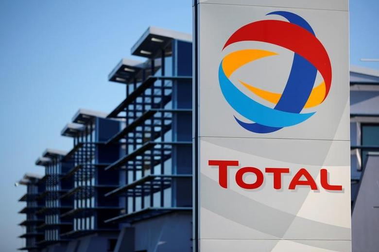 The logo of French oil giant Total is seen in front of the oil refinery of Donges, near Nantes, France, December 20, 2013.    REUTERS/Stephane Mahe/File Photo