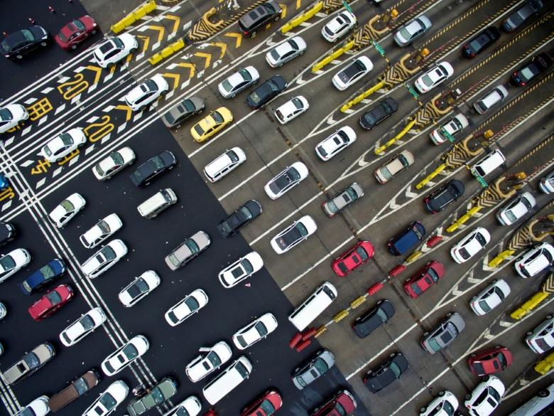 Cars line up near a toll station on the first day of China's National Day holiday, in Nanjing, Jiangsu province, China, October 1, 2016. REUTERS/Stringer