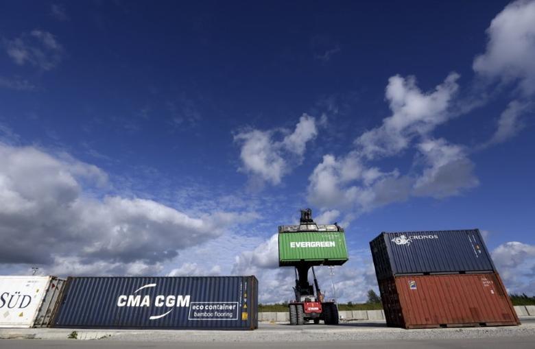 Containers are seen at the Mariel port in Artemisa province, Cuba January 5, 2016. REUTERS/Enrique de la Osa