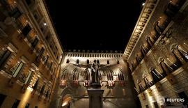 Le siège de la banque Monte dei Paschi à Sienne. Les vingt milliards d'euros prévus par le gouvernement italien suffiront à couvrir les besoins de financement de toutes les banques en difficulté actuellement placées sous surveillance par le Trésor et la Banque d'Italie. /Photo d'archives/REUTERS/Stefano Rellandini