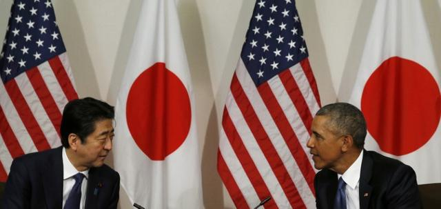 Japanese Prime Minister Shinzo Abe (L) and U.S. President Barack Obama hold a bilateral meeting at Camp H.M. Smith in Aiea, Hawaii, U.S., December 27, 2016. REUTERS/Kevin Lamarque