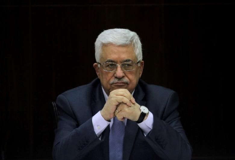 FILE PHOTO: Palestinian President Mahmoud Abbas heads a Palestinian cabinet meeting in the West Bank city of Ramallah July 28, 2013. REUTERS/Issam Rimawi/Pool/File Photo