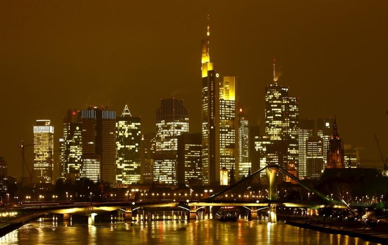 The famous skyline with its banking district is pictured in early evening next to the Main River in Frankfurt, Germany, January 19, 2016.    REUTERS/Kai Pfaffenbach