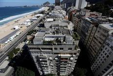 Prédios no bairro do Leme, no Rio de Janeiro. O IGP-M, utilizado como referência para a correção de valores de contratos, como os de energia elétrica e aluguel de imóveis, subiu 0,54% em dezembro e fechou 2016 com alta de 7,17%. 13/06/2016  REUTERS/Ricardo Moraes